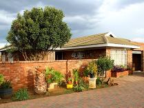 Townhouse in for sale in Grimbeek Park, Potchefstroom