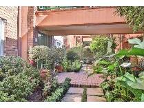 Flat-Apartment in for sale in Rosebank, Randburg