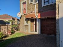Townhouse in for sale in Abbotsford, East London
