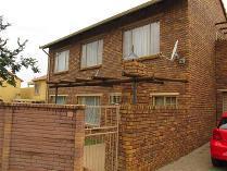 Flat-Apartment in for sale in Willow Park Manor, Pretoria