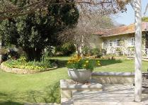Flat-Apartment in to rent in Forest Town, Johannesburg