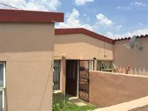 3 Bedroom Townhouse For Sale In Bloubosrand
