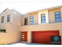Cluster in to rent in Glenhazel, Johannesburg