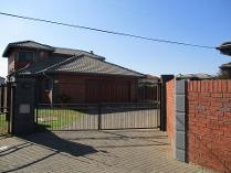 Cluster in to rent in Van Der Hoff Park Sp, Potchefstroom
