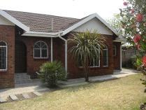 House in to rent in Estherpark, Kempton Park