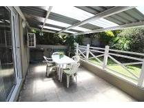 Townhouse in to rent in Berea, East London