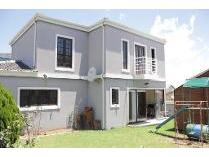 House in to rent in Halfway House, Midrand