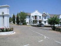 Townhouse in to rent in Marais Steyn Park, Edenvale