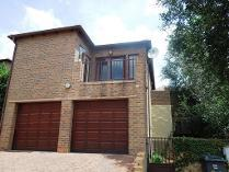 Duplex in to rent in Roodepoort, Roodepoort