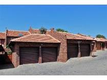 Duplex in to rent in Garsfontein, Pretoria