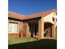 Townhouse in for sale in Garsfontein Road, Mooikloof Ridge, Pretoria