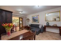 Flat-Apartment in for sale in Sunninghill, Sandton