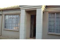 Townhouse in to rent in Balilie Park, Potchefstroom
