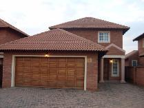 Duplex in to rent in Van Der Hoff Park Sp, Potchefstroom