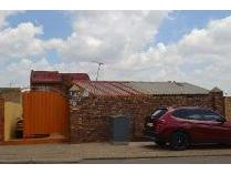 House in to rent in Meadowlands West Zone 9, Soweto