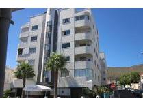 Flat-Apartment in to rent in Fresnaye, Cape Town