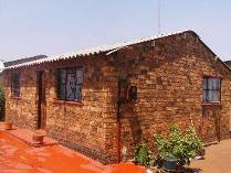 House in for sale in Mapetla, Mmakau