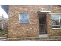 Contryhouse in to rent in Illiondale, Edenvale