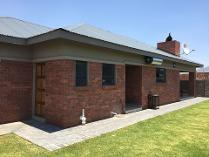 House in to rent in Vyfhoek Sh, Potchefstroom
