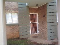 Flat-Apartment in to rent in Equestria, Pretoria
