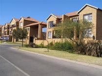 Flat-Apartment in to rent in Kenmare, Krugersdorp