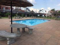 Townhouse in to rent in Greenstone Hill, Johannesburg