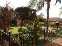 Townhouse in to rent in Bezuidenhout Valley, Johannesburg