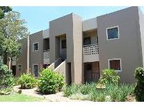 Townhouse in to rent in Newmarket Park, Alberton