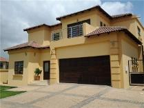 House in to rent in Aspen Hills Nature Estate, Johannesburg