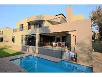Cluster in to rent in Bedfordview, Germiston
