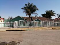 Contryhouse in to rent in Birch Acres, Kempton Park