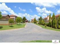 Cluster in to rent in Country View, Benoni