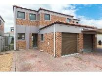Townhouse in to rent in Brackenfell South 1, Brackenfell
