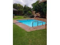 Contryhouse in to rent in Roodepoort, Roodepoort
