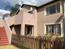 Townhouse in to rent in Glen Marais Ext, Kempton Park
