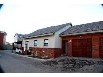 Townhouse in to rent in Meyersdal, Alberton