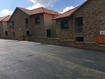 Townhouse in to rent in Winchester Hills, Johannesburg