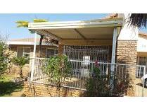 Villa in for sale in Rangeview, Krugersdorp