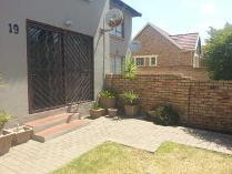 Duplex in to rent in Centurion, Centurion