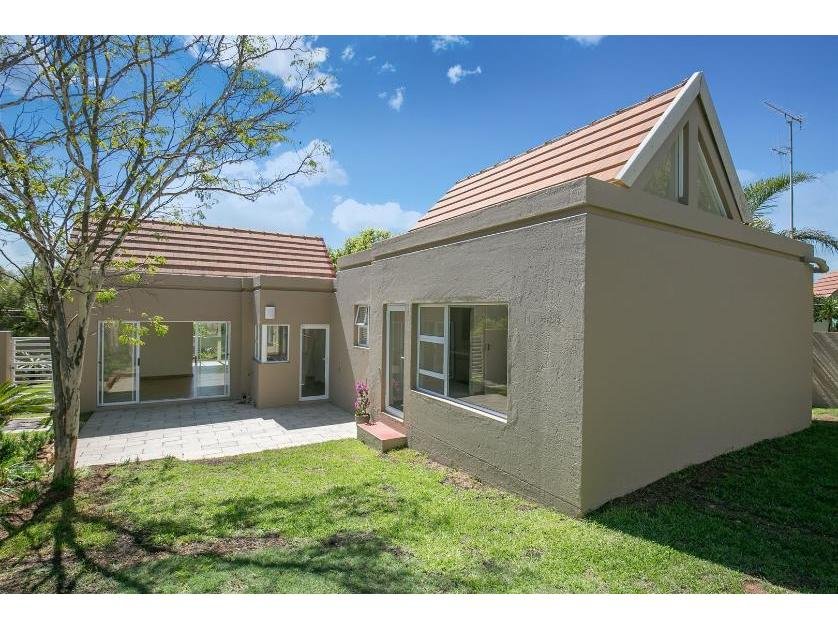 For sale of house in dainfern golf estate dainfern tiv for Landscaping rocks for sale johannesburg