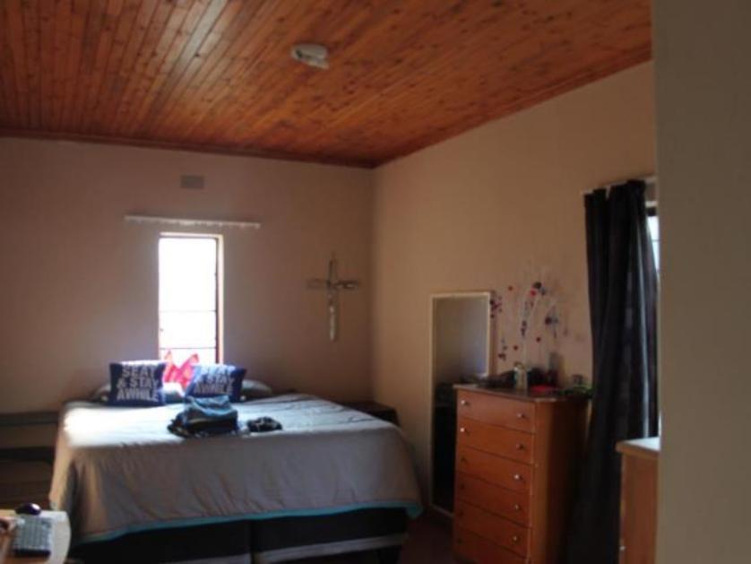 House-standar_161331229-Piet Retief, Mkhondo