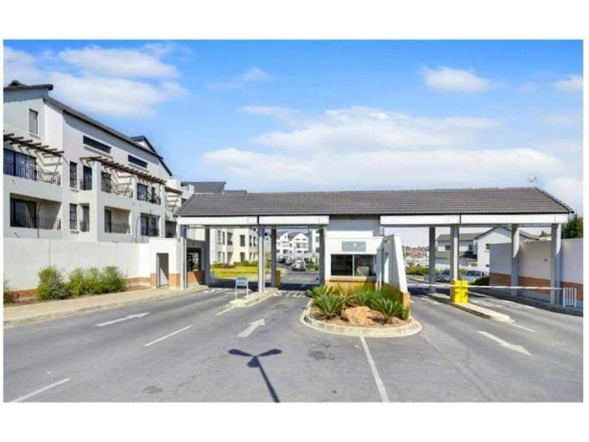 Flat-Apartment-standar_230259086-Dainfern Golf Estate, Dainfern