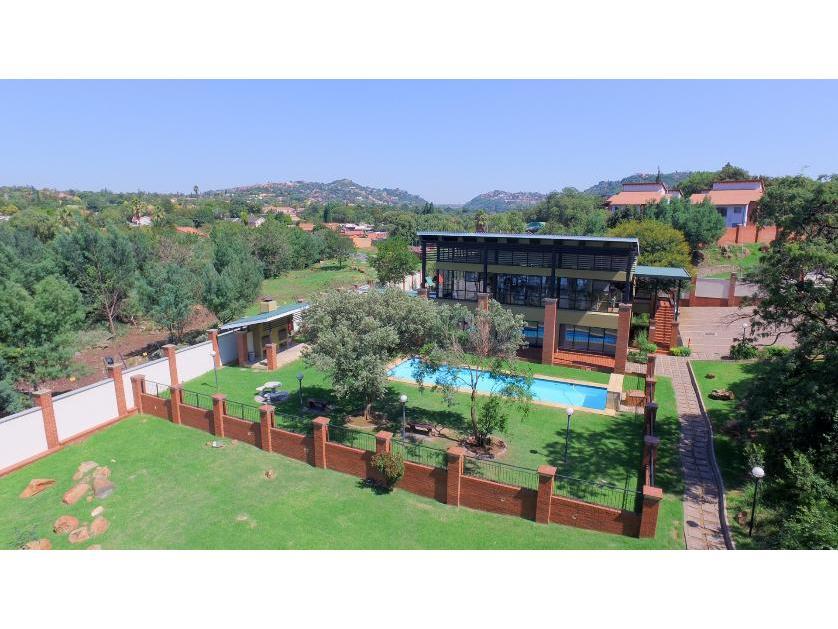 Townhouse-standar_300300781-Glenvista, Johannesburg