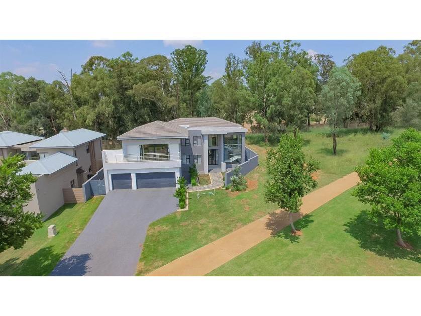 House-standar_491915864-Eikenhof, Johannesburg