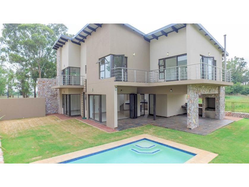 House-standar_733759885-Eikenhof, Johannesburg