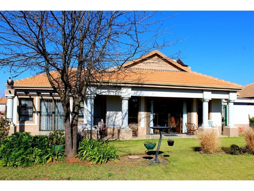 Townhouse-standar_839458226-Mooivallei Park, Tlokwe City Council