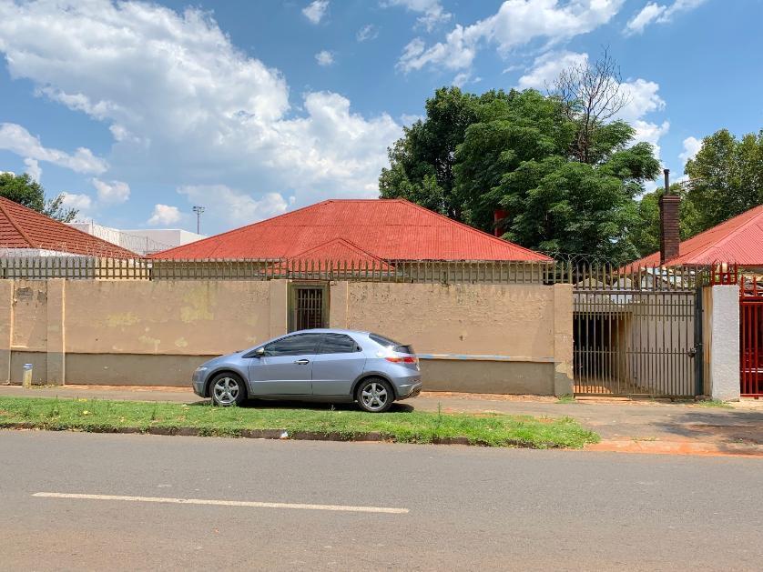 House-standar_956921774-Mayfair, Johannesburg