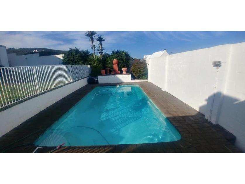 House-standar_http://multimedia.persquare.co.za/s838x629_1057186724-Yzerfontein, Swartland