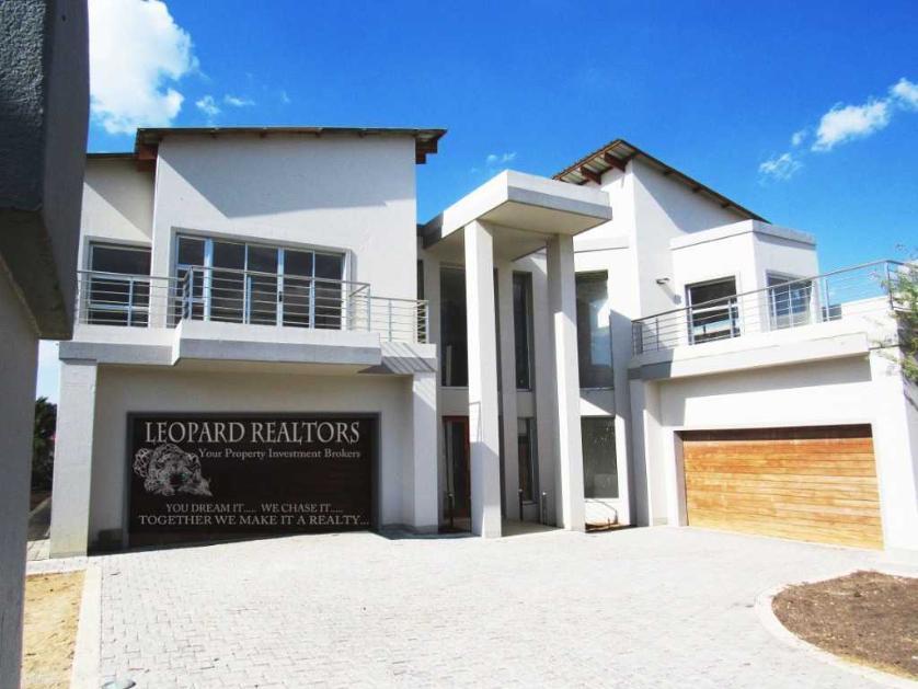 House-standar_http://multimedia.persquare.co.za/s838x629_1078671567-Meyersdal, Alberton