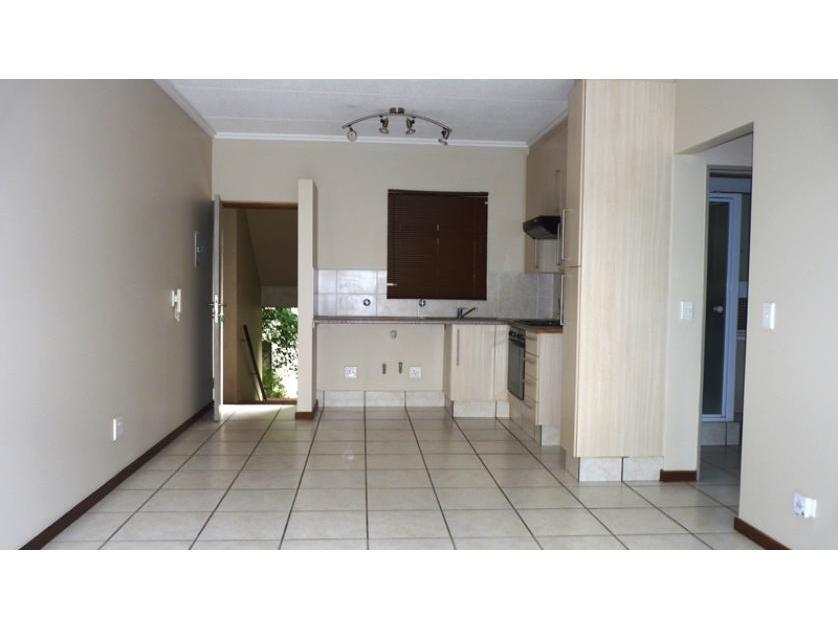 Flat-Apartment-standar_http://multimedia.persquare.co.za/s838x629_1179376821-Sandton, Maruleng